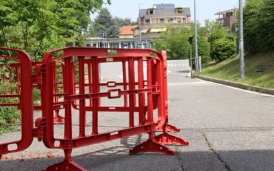 Key differences between steel barriers and plastic barriers