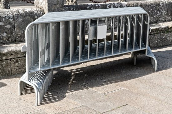 How to set up crowd control barriers